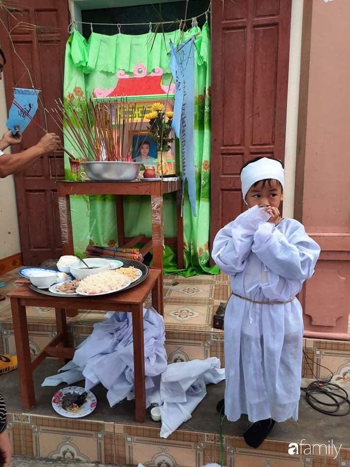 Vụ chồng ghen tuông hoang tưởng đâm chết vợ ở Nghệ An: Xót xa 3 đứa con thơ bơ vơ khát sữa, gào khóc đòi mẹ - Ảnh 1