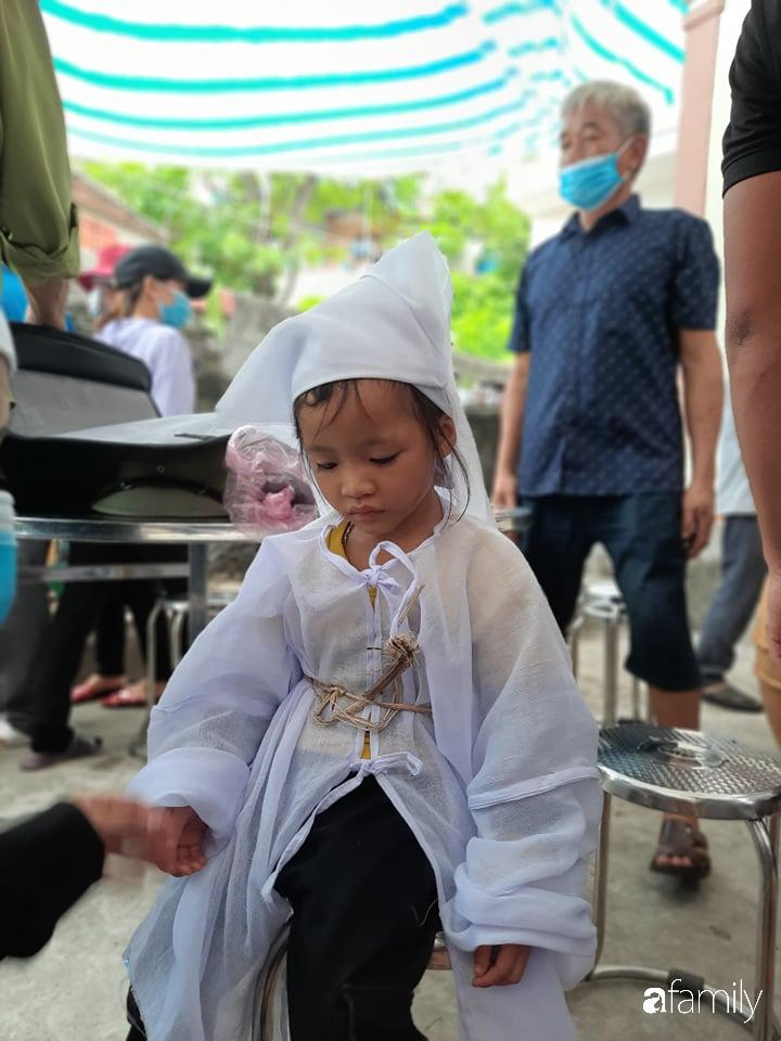 Vụ chồng ghen tuông hoang tưởng đâm chết vợ ở Nghệ An: Xót xa 3 đứa con thơ bơ vơ khát sữa, gào khóc đòi mẹ - Ảnh 5
