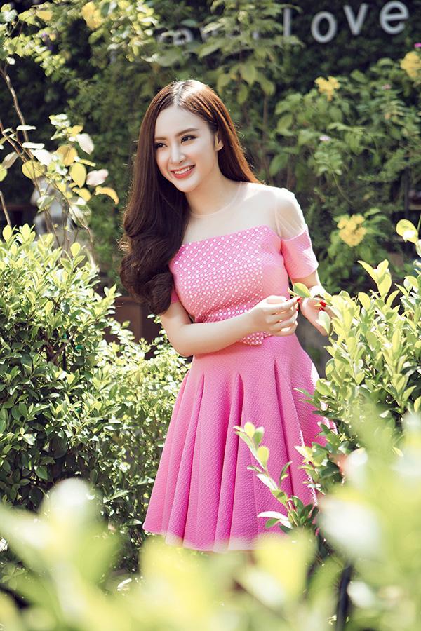 Váy Tết màu hồng đẹp dịu dàng, thanh lịch