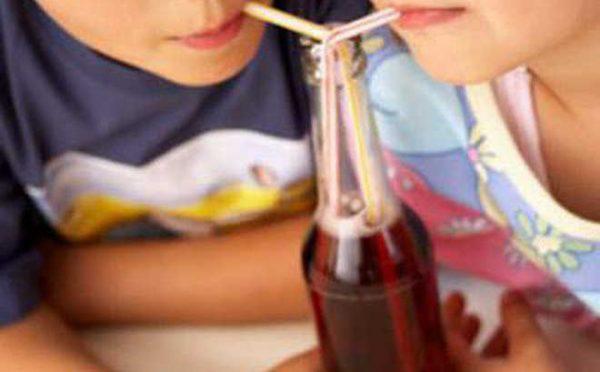 3 loại nước cực độc với trẻ có thể gây hại não bộ mà bố mẹ nên tuyệt đối tránh - Ảnh 1