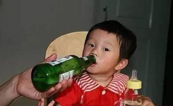 3 loại nước cực độc với trẻ có thể gây hại não bộ mà bố mẹ nên tuyệt đối tránh - Ảnh 2