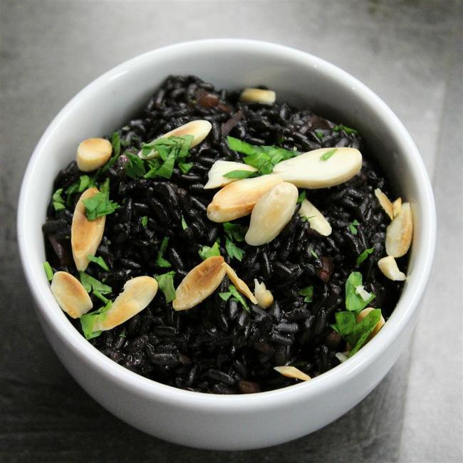 Loại thực phẩm màu đen được chuyên gia ca ngợi là thuốc bổ khỏe thân, lại dưỡng nhan vào mùa đông, phụ nữ càng ăn sẽ càng khỏe và trẻ ra - Ảnh 2
