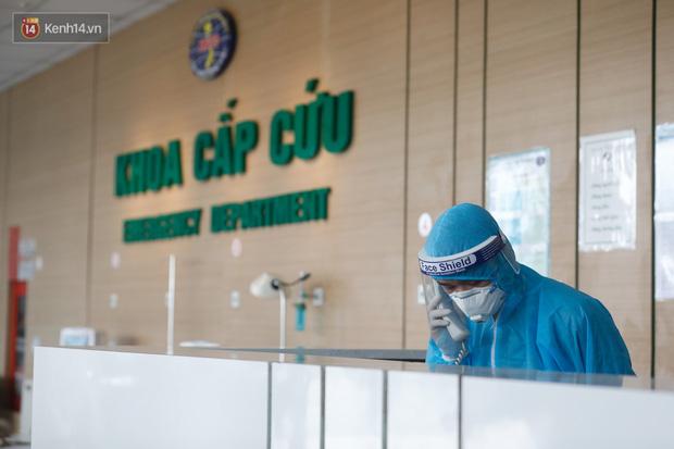 Ảnh: Bệnh viện Bệnh Nhiệt đới Trung ương sẵn sàng đón 120 bệnh nhân Covid-19 từ Guinea Xích đạo về nước, bố trí robot hỗ trợ chăm sóc, điều trị - Ảnh 1