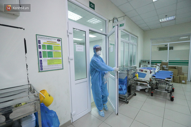 Ảnh: Bệnh viện Bệnh Nhiệt đới Trung ương sẵn sàng đón 120 bệnh nhân Covid-19 từ Guinea Xích đạo về nước, bố trí robot hỗ trợ chăm sóc, điều trị - Ảnh 10
