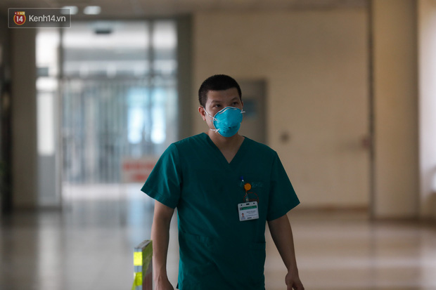 Ảnh: Bệnh viện Bệnh Nhiệt đới Trung ương sẵn sàng đón 120 bệnh nhân Covid-19 từ Guinea Xích đạo về nước, bố trí robot hỗ trợ chăm sóc, điều trị - Ảnh 8