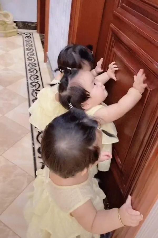 Bà nội vui mừng vì có liền 3 cháu gái nhưng 1 năm sau bà chính thức 'xin hàng', nhìn ảnh ai cũng hiểu lý do - Ảnh 3