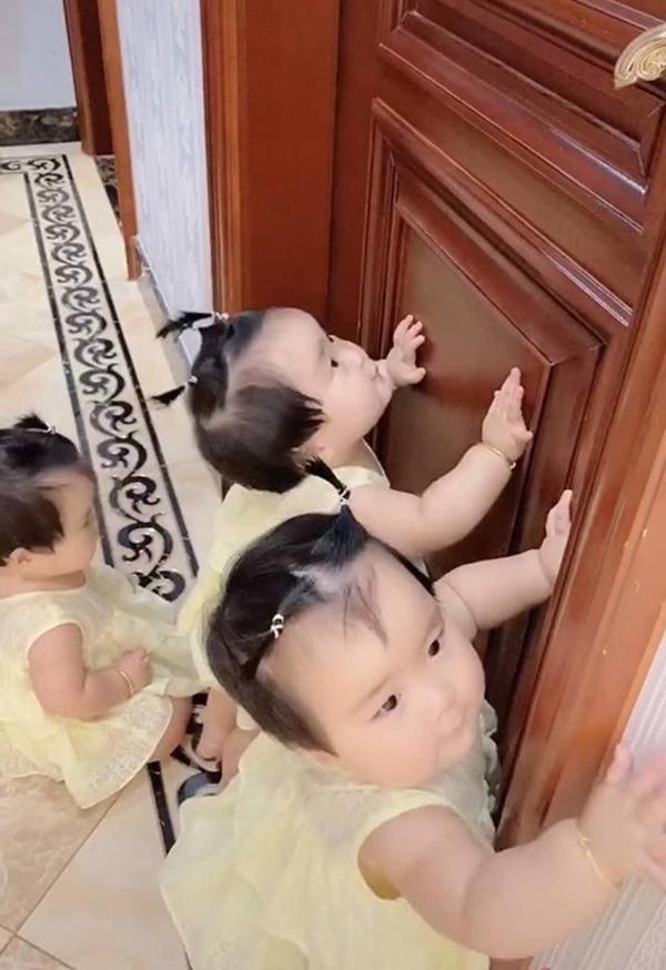 Bà nội vui mừng vì có liền 3 cháu gái nhưng 1 năm sau bà chính thức 'xin hàng', nhìn ảnh ai cũng hiểu lý do - Ảnh 4