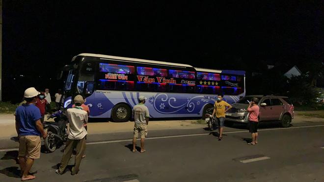 CA thông tin vụ người dân Hội An chặn xe ô tô vì nghi ngờ chở người Trung Quốc bỏ trốn - Ảnh 1