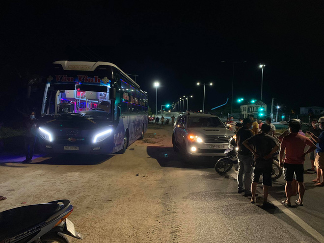 CA thông tin vụ người dân Hội An chặn xe ô tô vì nghi ngờ chở người Trung Quốc bỏ trốn - Ảnh 2