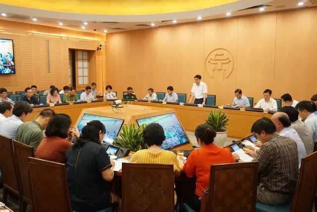 Chủ tịch Hà Nội: Dịch bệnh diễn biến phức tạp, tạm dừng hoạt động quán bar, lễ hội - Ảnh 1