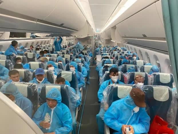 Chuyến bay chở 140 công dân Việt mắc COVID-19 từ Guinea về Hà Nội được xử lý như thế nào? - Ảnh 2
