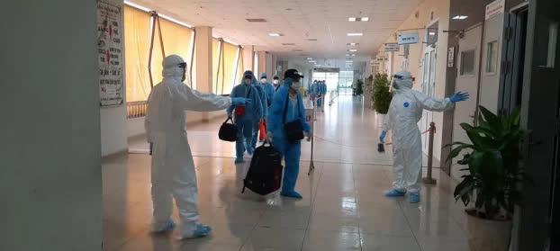 Chuyến bay chở 140 công dân Việt mắc COVID-19 từ Guinea về Hà Nội được xử lý như thế nào? - Ảnh 3