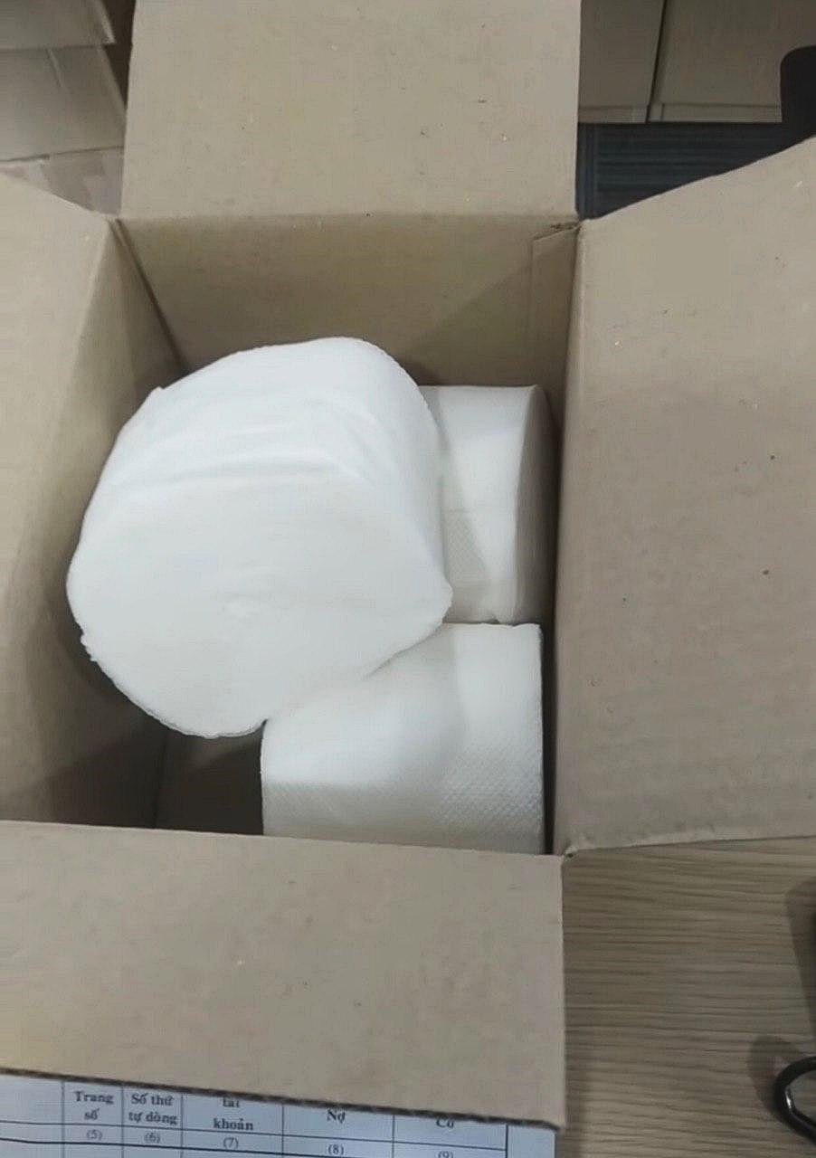 Đặt mua khẩu trang qua mạng, chàng trai Sài Gòn mếu máo khi ngày nhận hàng bóc ra 3 cuộn giấy vệ sinh!? - Ảnh 4
