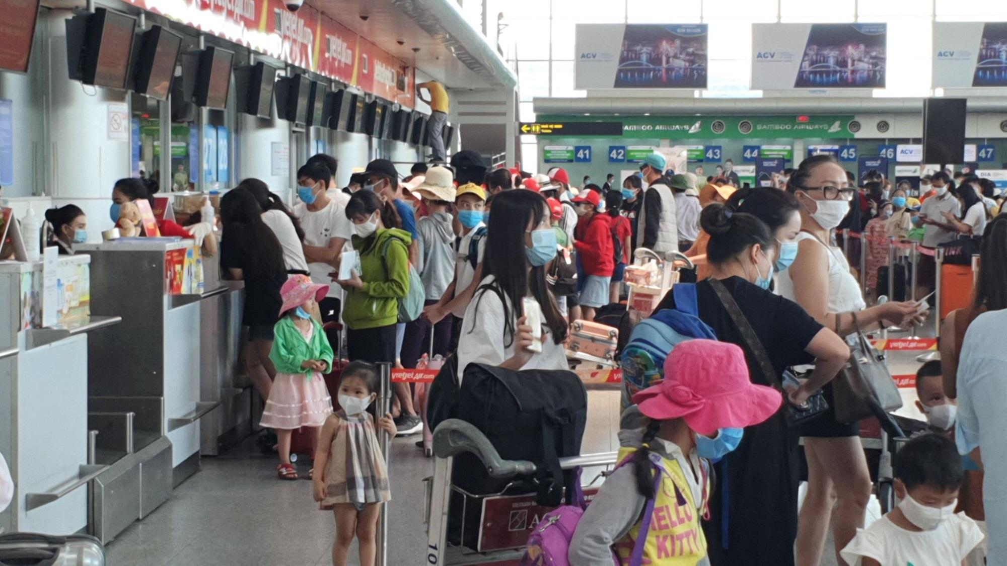 Khách du lịch đến Đà Nẵng bị mắc kẹt vì dịch Covid-19 được hỗ trợ như thế nào? - Ảnh 1
