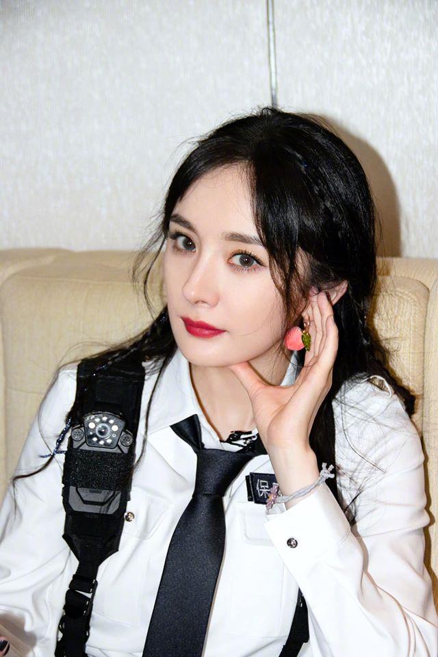 Netizen dậy sóng với cảnh Dương Mịch - Đặng Luân được bồng bế kiểu công chúa trên truyền hình - Ảnh 3