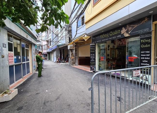 Phong tỏa, phun khử trùng cửa hàng Pizza tại Hà Nội nơi có trường hợp nghi mắc COVID-19 - Ảnh 3