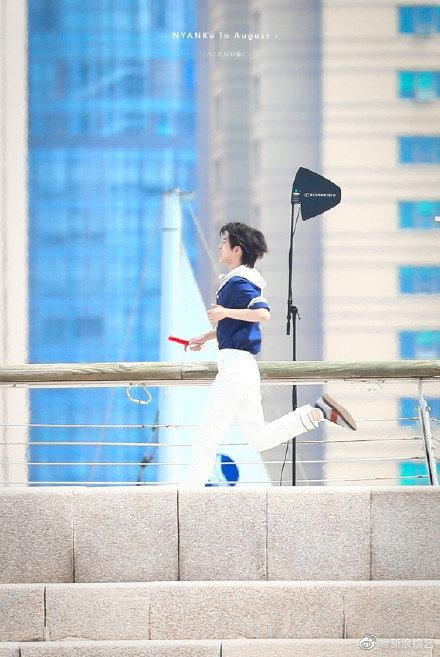 Running Man: Angelababy mặc đồ thủy thủ xinh xắn, Thái Từ Khôn khoe chân siêu dài lấn át các đàn anh - Ảnh 4