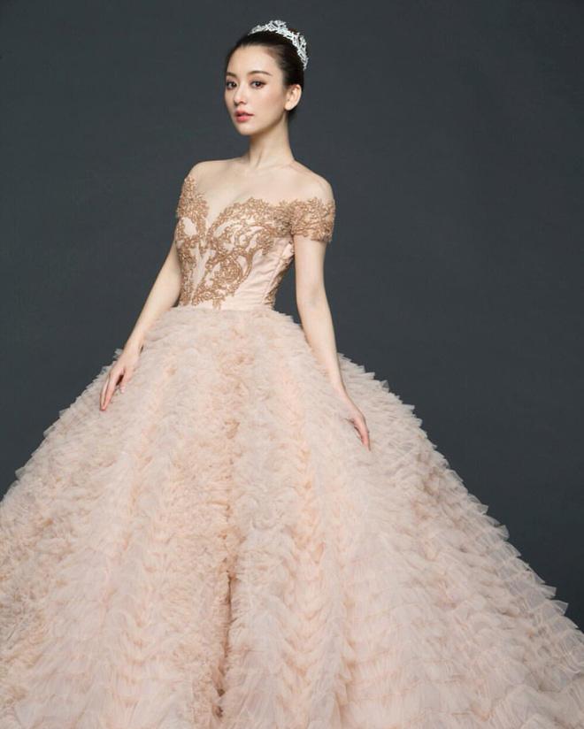 Vợ người mẫu nóng bỏng, kém 22 tuổi được 'Thiên vương Hong Kong' chiều như bà hoàng là ai? - Ảnh 8