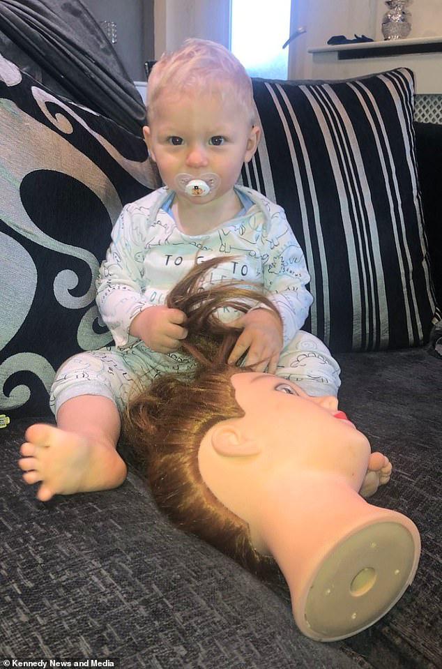 Được dân mạng gợi ý 'chiêu độc' để dỗ con ngủ, nửa đêm bà mẹ tỉnh dậy hét toáng lên 'Ai ở trong cũi của con kia?' - Ảnh 1