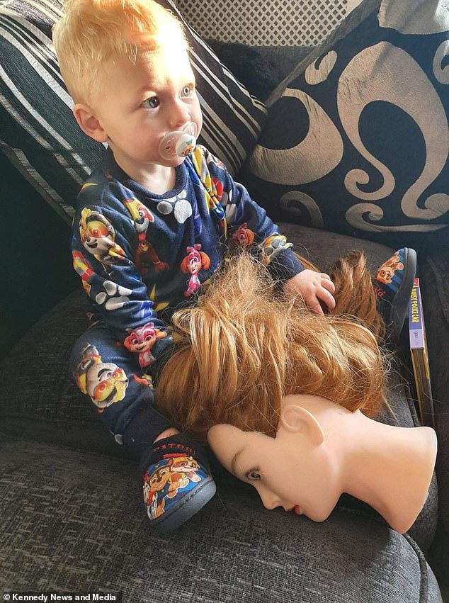 Được dân mạng gợi ý 'chiêu độc' để dỗ con ngủ, nửa đêm bà mẹ tỉnh dậy hét toáng lên 'Ai ở trong cũi của con kia?' - Ảnh 2