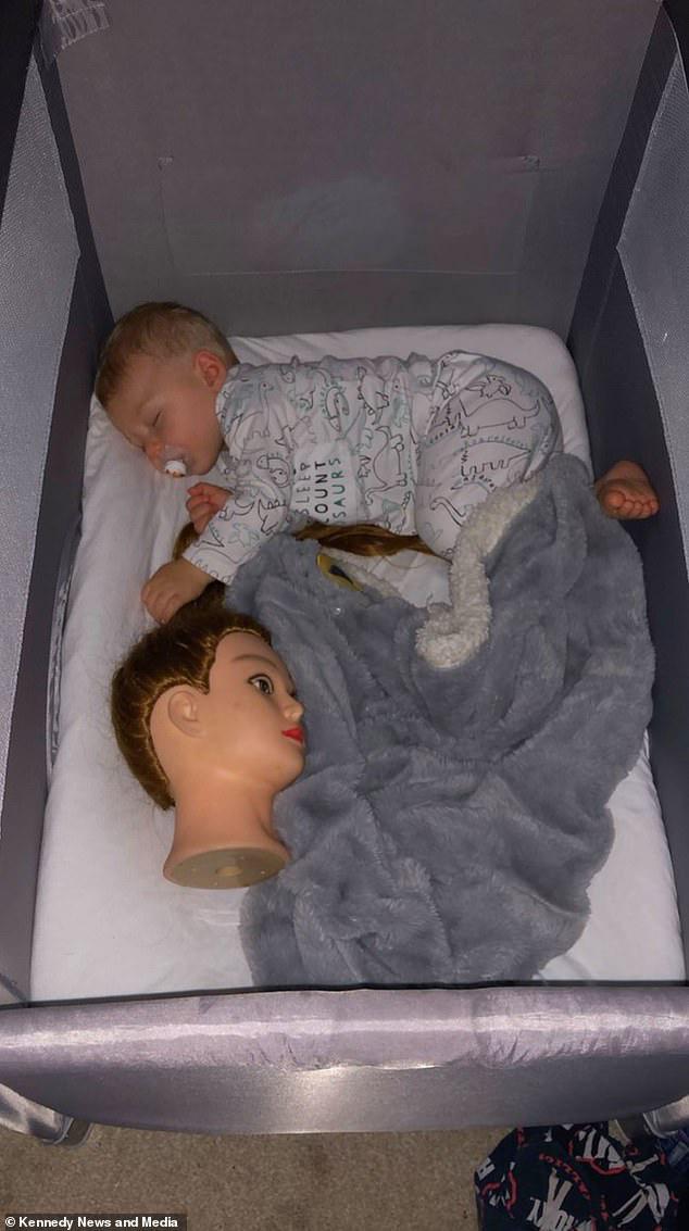 Được dân mạng gợi ý 'chiêu độc' để dỗ con ngủ, nửa đêm bà mẹ tỉnh dậy hét toáng lên 'Ai ở trong cũi của con kia?' - Ảnh 8