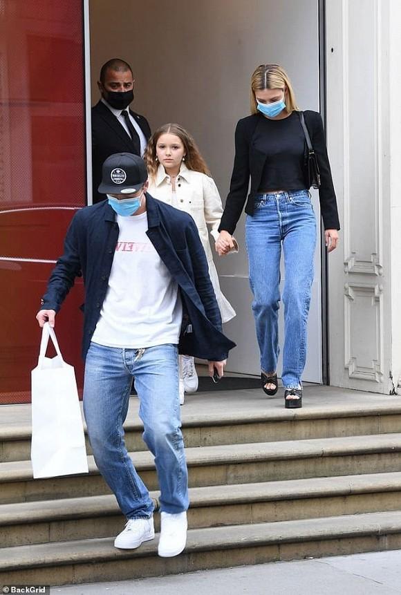 David Beckham khoe khoảnh khắc hẹn hò với gái xinh nhưng lại không phải là bà xã Victoria - Ảnh 2