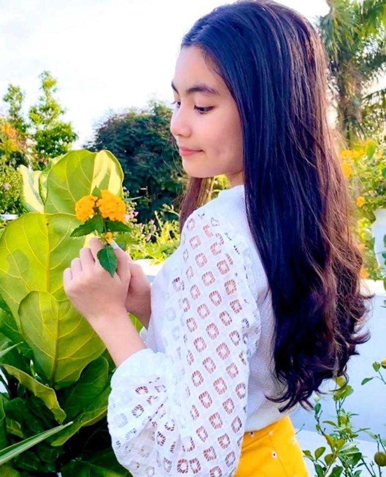 Hot mom Dạ Thảo - bà xã Quyền Linh đăng ảnh chúc mừng sinh nhật con gái út Hạt Dẻ, cô bé đã lớn xinh và tình cảm không khác chị Lọ Lem - Ảnh 3