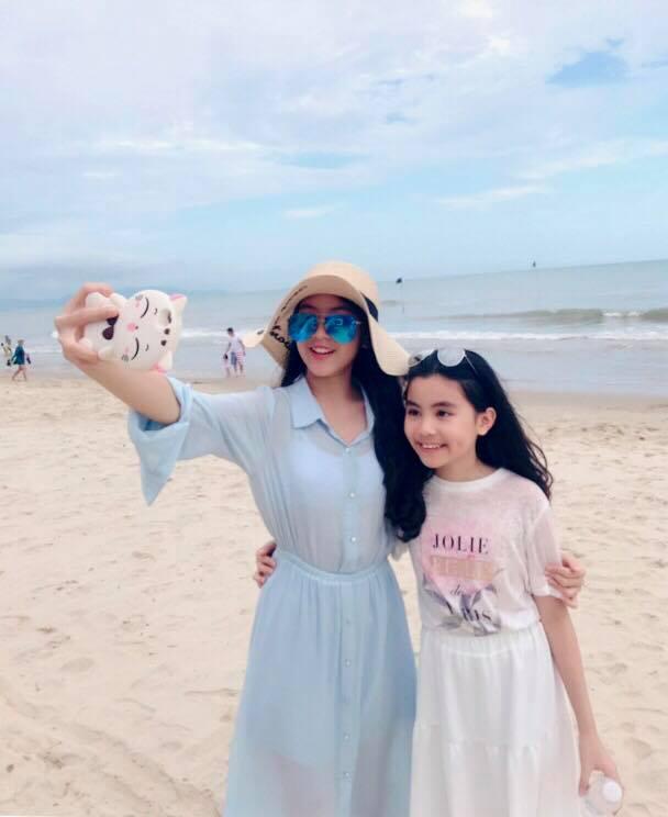 Hot mom Dạ Thảo - bà xã Quyền Linh đăng ảnh chúc mừng sinh nhật con gái út Hạt Dẻ, cô bé đã lớn xinh và tình cảm không khác chị Lọ Lem - Ảnh 5