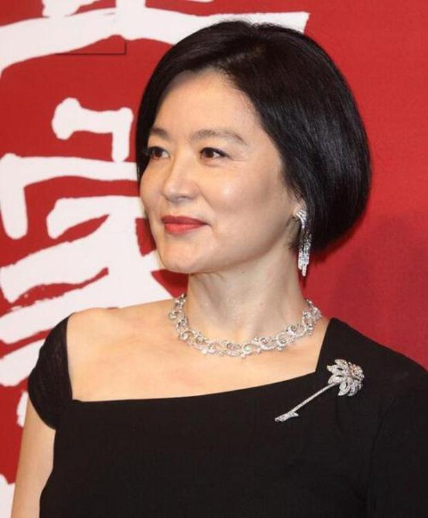 Nhan sắc tuổi U70 của 'đệ nhất mỹ nhân' khiến Châu Tinh Trì ngưỡng mộ, mê mẩn - Ảnh 2