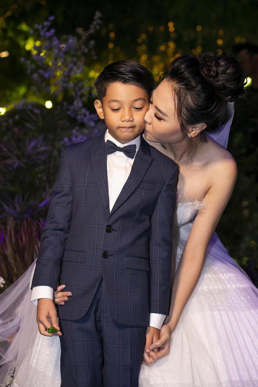 Phản ứng của con sao Việt khi bố mẹ có tình mới: Subeo đầy khoảnh khắc ngọt ngào bên Kim Lý và Đàm Thu Trang, bất ngờ nhất là chia sẻ của con trai Chi Bảo - Ảnh 3
