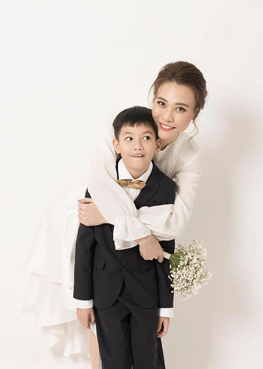 Phản ứng của con sao Việt khi bố mẹ có tình mới: Subeo đầy khoảnh khắc ngọt ngào bên Kim Lý và Đàm Thu Trang, bất ngờ nhất là chia sẻ của con trai Chi Bảo - Ảnh 4