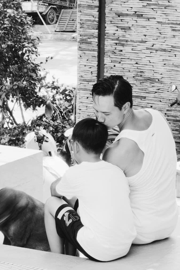 Phản ứng của con sao Việt khi bố mẹ có tình mới: Subeo đầy khoảnh khắc ngọt ngào bên Kim Lý và Đàm Thu Trang, bất ngờ nhất là chia sẻ của con trai Chi Bảo - Ảnh 5