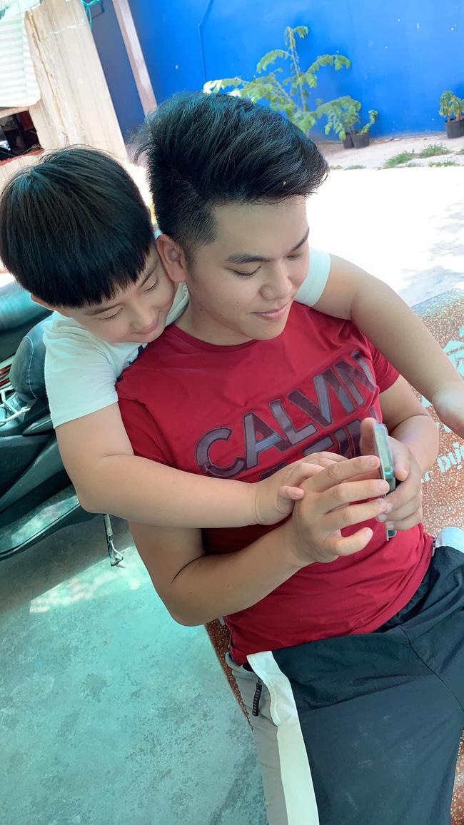 Phản ứng của con sao Việt khi bố mẹ có tình mới: Subeo đầy khoảnh khắc ngọt ngào bên Kim Lý và Đàm Thu Trang, bất ngờ nhất là chia sẻ của con trai Chi Bảo - Ảnh 9