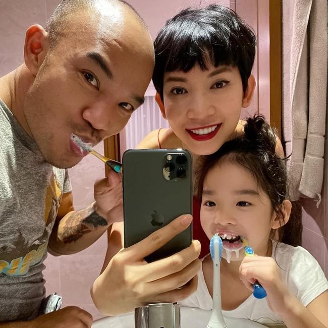 Phản ứng của con sao Việt khi bố mẹ có tình mới: Subeo đầy khoảnh khắc ngọt ngào bên Kim Lý và Đàm Thu Trang, bất ngờ nhất là chia sẻ của con trai Chi Bảo - Ảnh 10