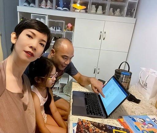 Phản ứng của con sao Việt khi bố mẹ có tình mới: Subeo đầy khoảnh khắc ngọt ngào bên Kim Lý và Đàm Thu Trang, bất ngờ nhất là chia sẻ của con trai Chi Bảo - Ảnh 11