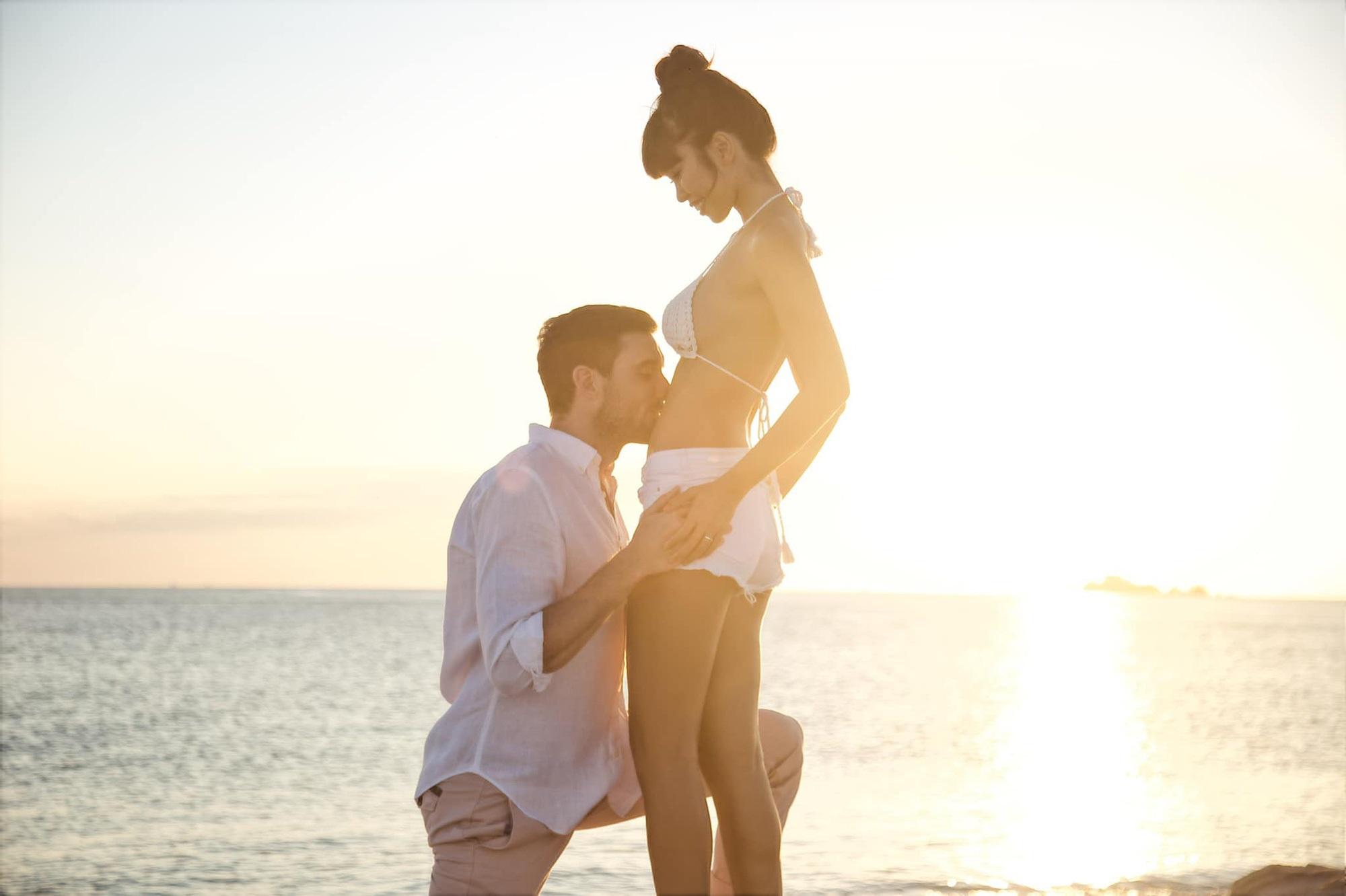 Siêu mẫu Hà Anh kỷ niệm 4 năm ngày cưới với loạt hình ảnh hiếm có lúc bé Myla mới lọt lòng 'trộm vía' xinh xắn, siêu đáng yêu - Ảnh 2