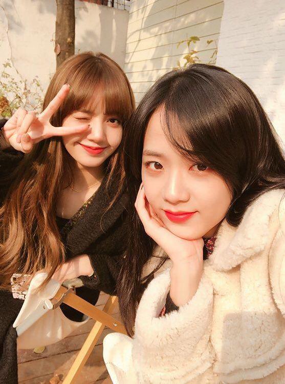 Somi kể chuyện hậu trường quay MV mới, tiết lộ lý do Jisoo và Lisa đến thăm khiến nữ idol nhận ra sự khác biệt giữa hoạt động nhóm và solo - Ảnh 4