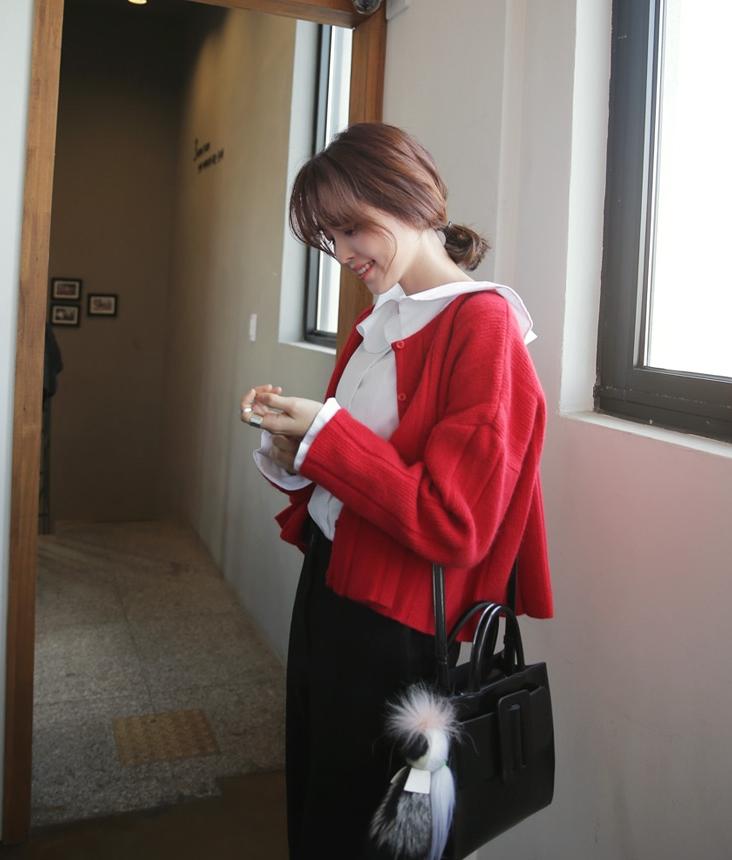 Tết sắp đến, chị em học ngay những cách phối đồ với màu đỏ 'chuẩn' xinh này - Ảnh 11