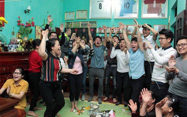 Cầu thủ đại gia nhất U23 Việt Nam, mua iPhone X và hàng hiệu tặng bạn gái xinh - Ảnh 4
