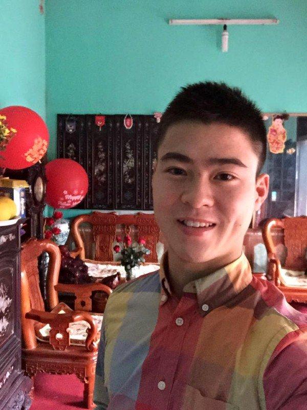 Cầu thủ đại gia nhất U23 Việt Nam, mua iPhone X và hàng hiệu tặng bạn gái xinh - Ảnh 7