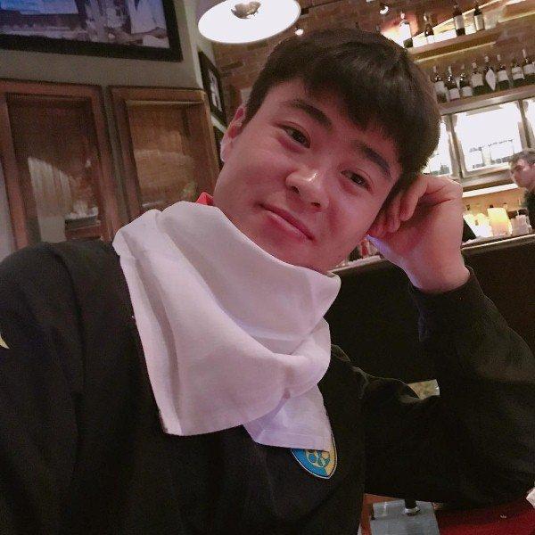 Cầu thủ đại gia nhất U23 Việt Nam, mua iPhone X và hàng hiệu tặng bạn gái xinh - Ảnh 8