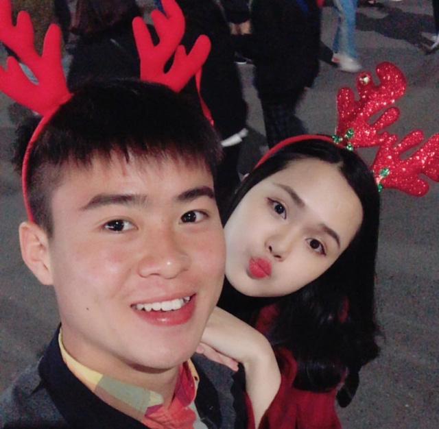 Cầu thủ đại gia nhất U23 Việt Nam, mua iPhone X và hàng hiệu tặng bạn gái xinh - Ảnh 18