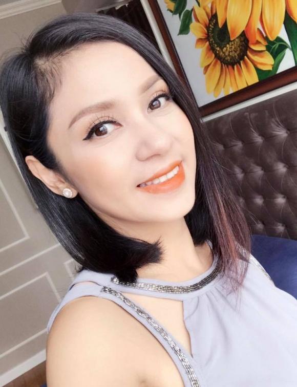 Diễn viên Việt Trinh khoe ảnh thời chưa 'dậy thì thành công' - Ảnh 9