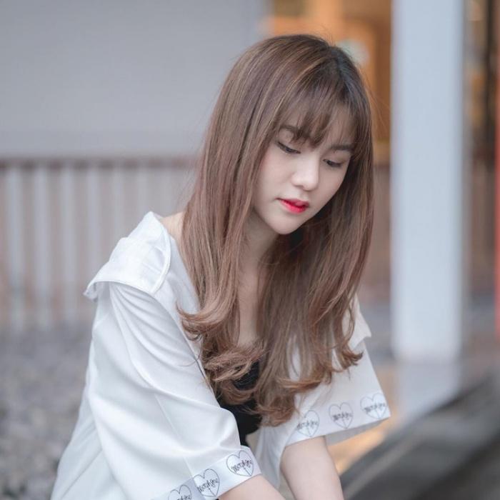 Kiểu tóc buông lơi tự nhiên đẹp cho bạn chơi Tết