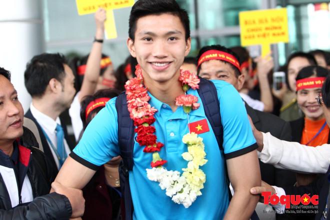 """Thái Bình: Ùn tắc nhiều km đường chào đón """"hotboy"""" U23 Việt Nam Đoàn Văn Hậu - Ảnh 2"""