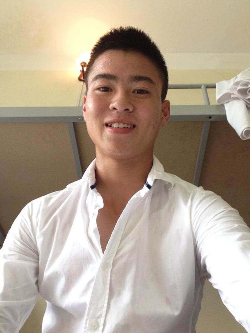 Trai đẹp nhất U23 Việt Nam chia sẻ bí quyết sở hữu làn da trắng mịn như em bé, ai cũng tưởng dùng mỹ phẩm của Hồng Duy nhưng sự thật là… - Ảnh 1
