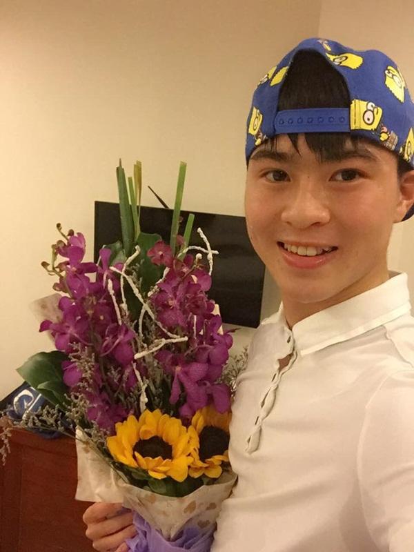 Trai đẹp nhất U23 Việt Nam chia sẻ bí quyết sở hữu làn da trắng mịn như em bé, ai cũng tưởng dùng mỹ phẩm của Hồng Duy nhưng sự thật là… - Ảnh 6