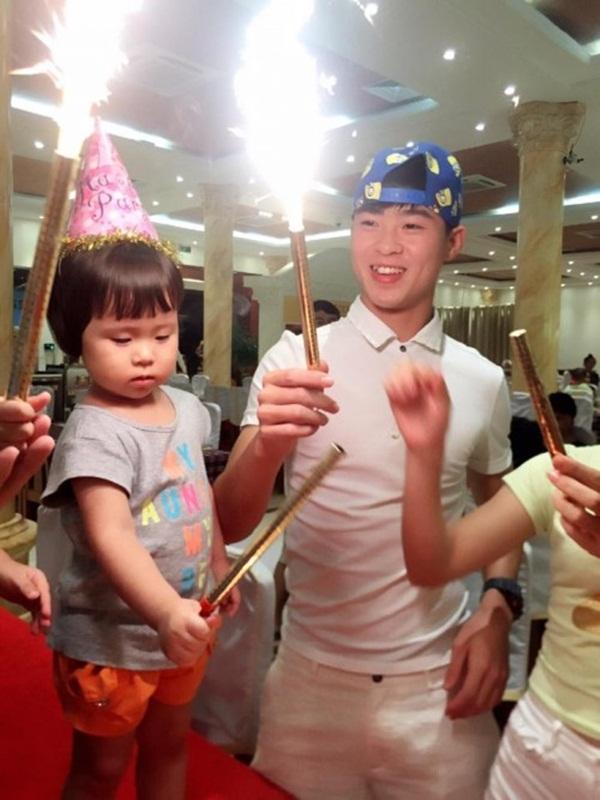 Trai đẹp nhất U23 Việt Nam chia sẻ bí quyết sở hữu làn da trắng mịn như em bé, ai cũng tưởng dùng mỹ phẩm của Hồng Duy nhưng sự thật là… - Ảnh 7