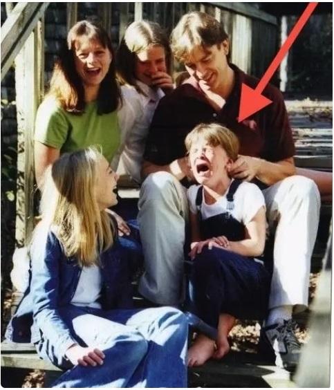 Cười đau ruột khi xem các bức ảnh chụp anh chị em một nhà: Kiểu gì cũng có một nhân vật phá hỏng khuôn hình - Ảnh 12