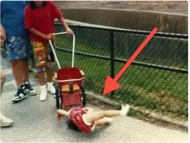 Cười đau ruột khi xem các bức ảnh chụp anh chị em một nhà: Kiểu gì cũng có một nhân vật phá hỏng khuôn hình - Ảnh 3